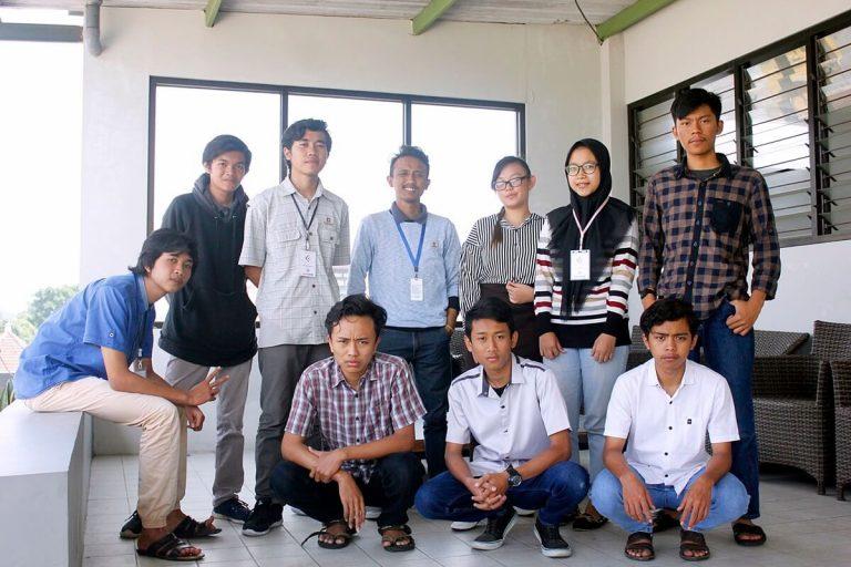 Karyawan dan Prakerin di Tim BPE RetGoo, Malang
