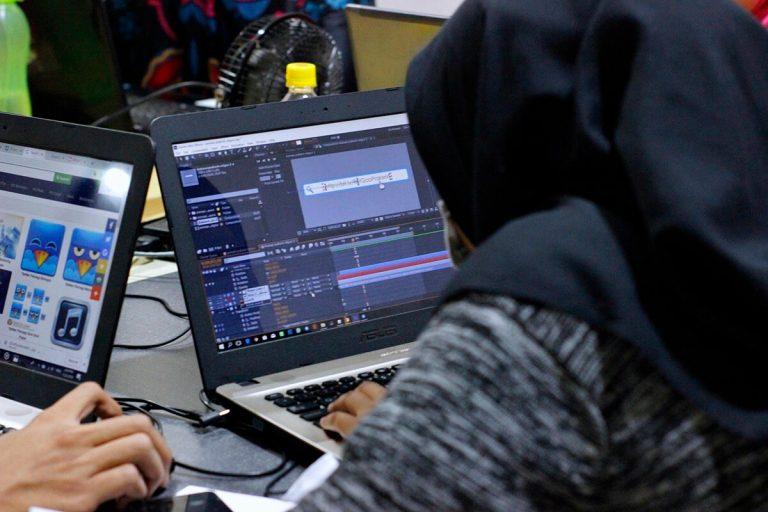 Proses Pembuatan Karya Desain atau Video Tim Kreatif RetGoo